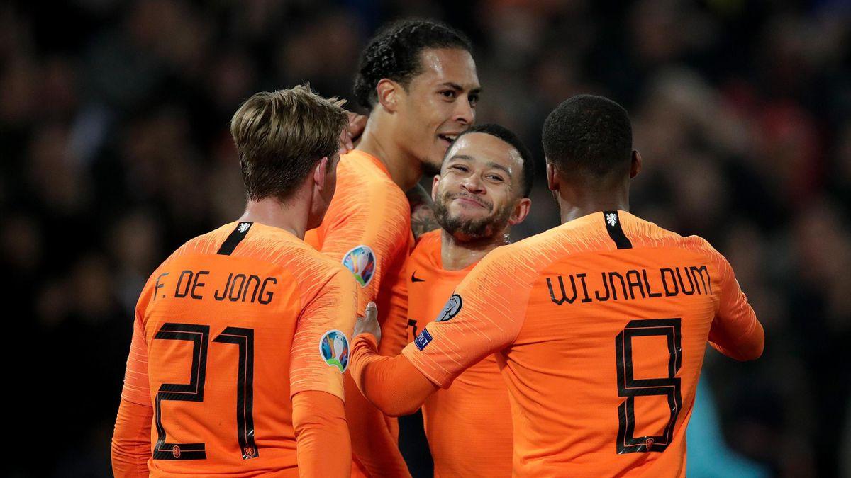 Virgil van Dijk of Holland Celebrates 4-0 with Memphis Depay of Holland, Frenkie de Jong of Holland, Georginio Wijnaldum of Holland during the EURO Qualifier match between Holland v Belarus at the Feyenoord Stadium on March 21, 2019 in Rotterdam Netherlan