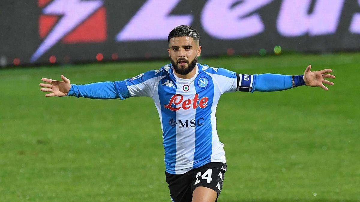 Lorenzo Insigne esulta dopo il gol dello 0-1 in Crotone-Napoli
