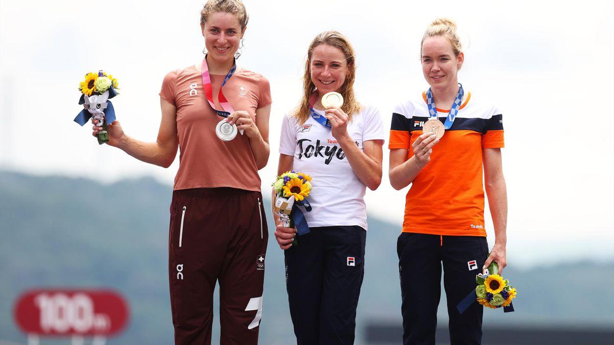 Tokyo 2020   Annemiek van Vleuten Olympisch Kampioen tijdrijden - Brons voor van der Breggen