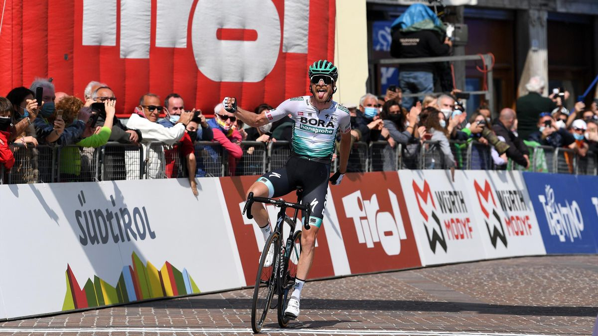 Felix Großschartner (Bora - hansgrohe) bejubelt seinen Sieg auf der 5. Etappe der Tour of the Alps