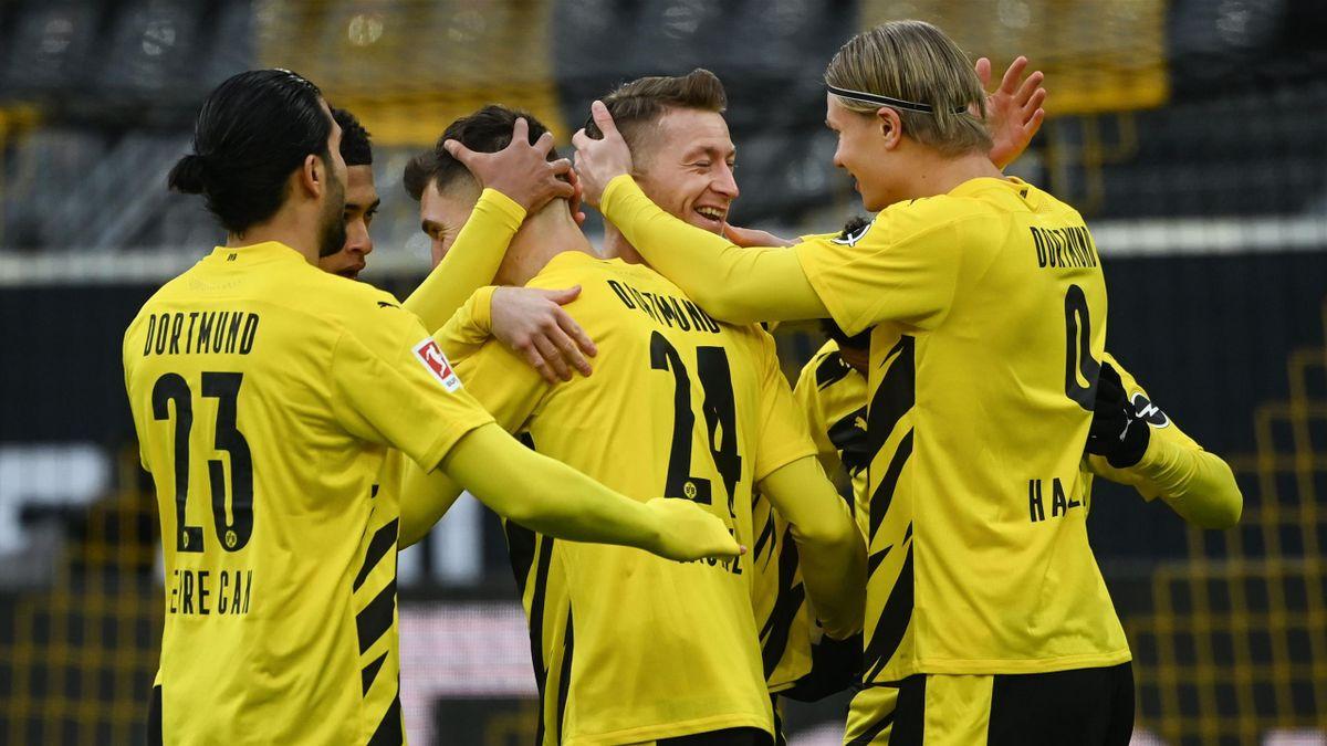 Erling Haaland (r.) jubelt mit Marco Reus. Nun kommt offenbar das nächste Sturm-Juwel nach Dortmunder