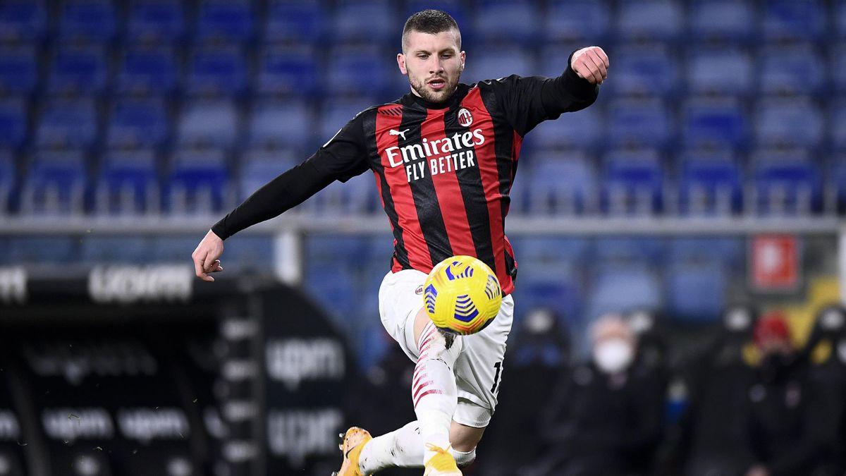 Ante Rebic (AC Mailand) am Ball