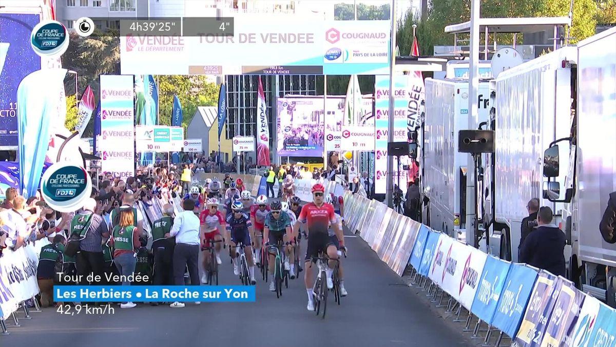 Tour de Vendée | Bram Welten wint sprint na terughalen eenzame vluchter