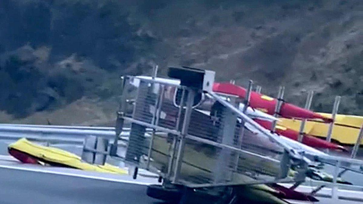 K4 del equipo español de piragüismo tras el accidente de tráfico