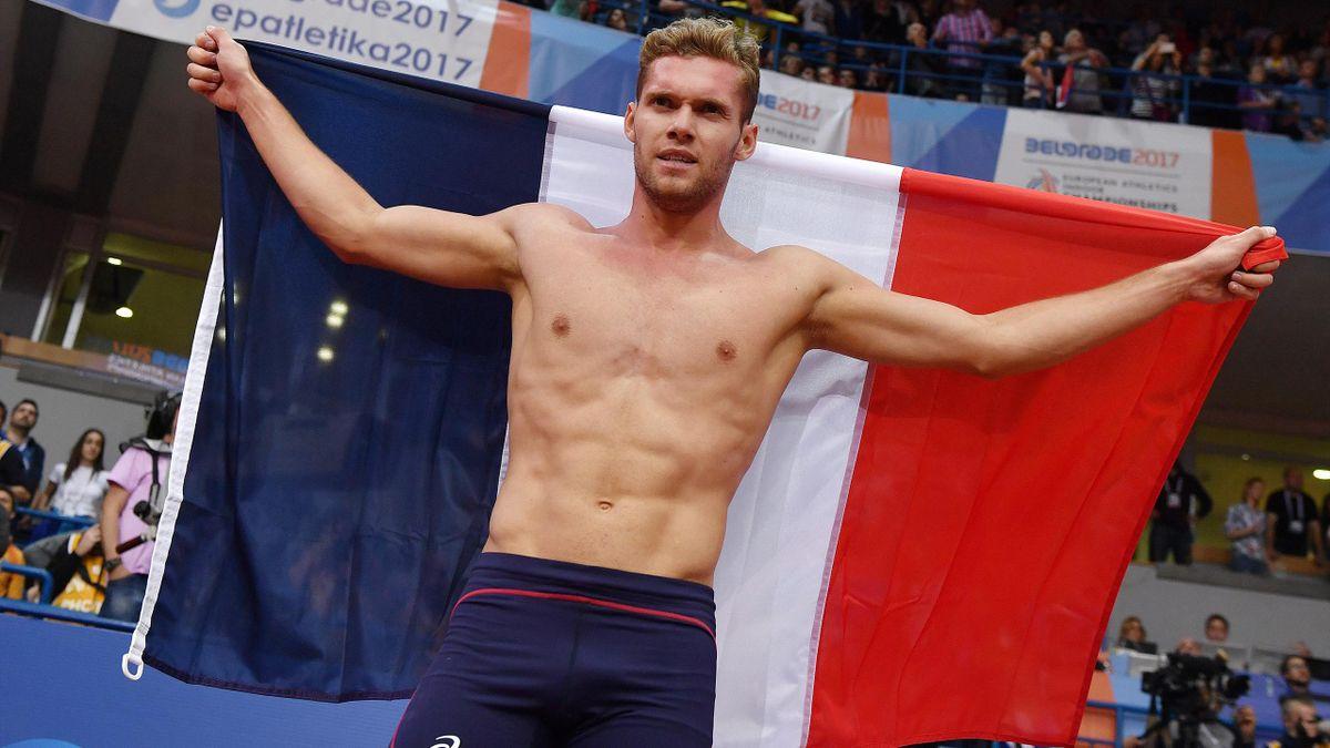 Kevin Mayer célèbre son titre européen assorti du record continental en heptathlon, le 5 mars 2017 à Belgrade.