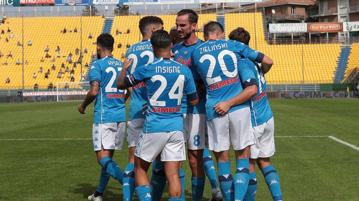 Napoli beat Parma 2-0