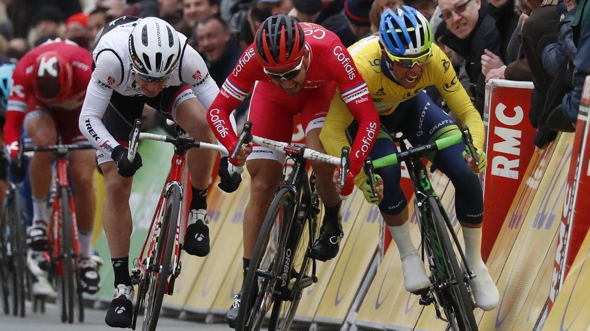 Nacer Bouhanni et Michael Matthews au coude-à-coude lors du sprint de la 2e étape de Paris-Nice, mardi 8 mars 2016