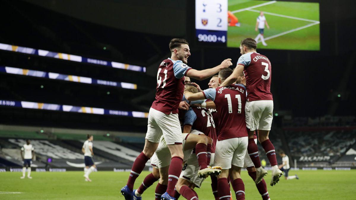 Manuel Lanzini et les joueurs de West Ham fêtent le but du 3-3 face à Tottenham / Premier League