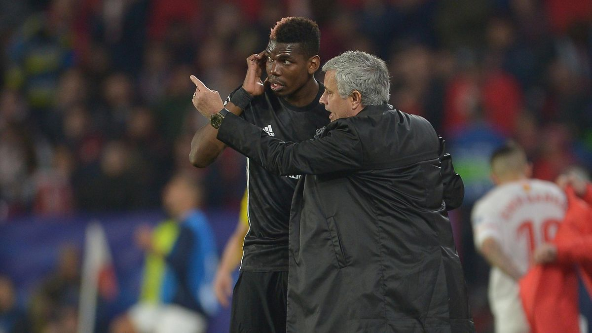 José Mourinho donne ses consignes à Paul Pogba