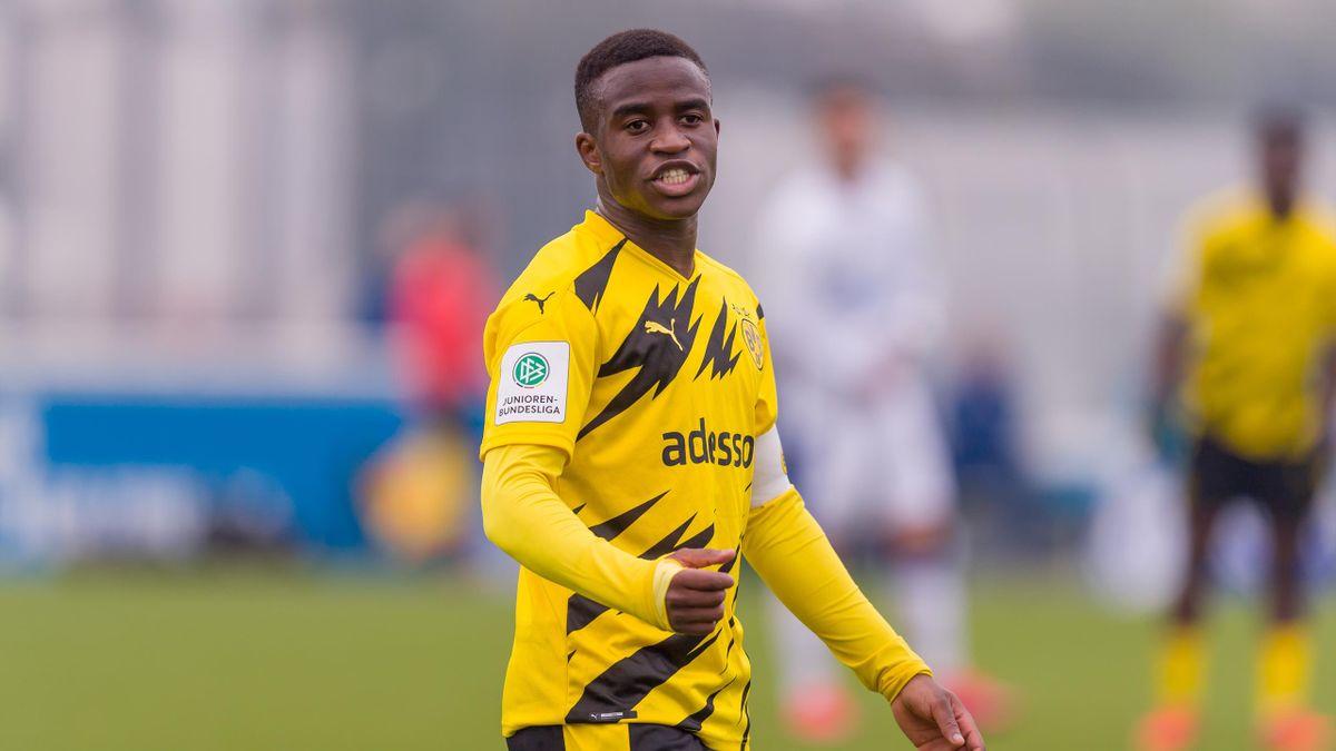 Wurde in Gelsenkirchen von Schalker Fans rassistisch beleidigt: Dortmunds Youssoufa Moukoko