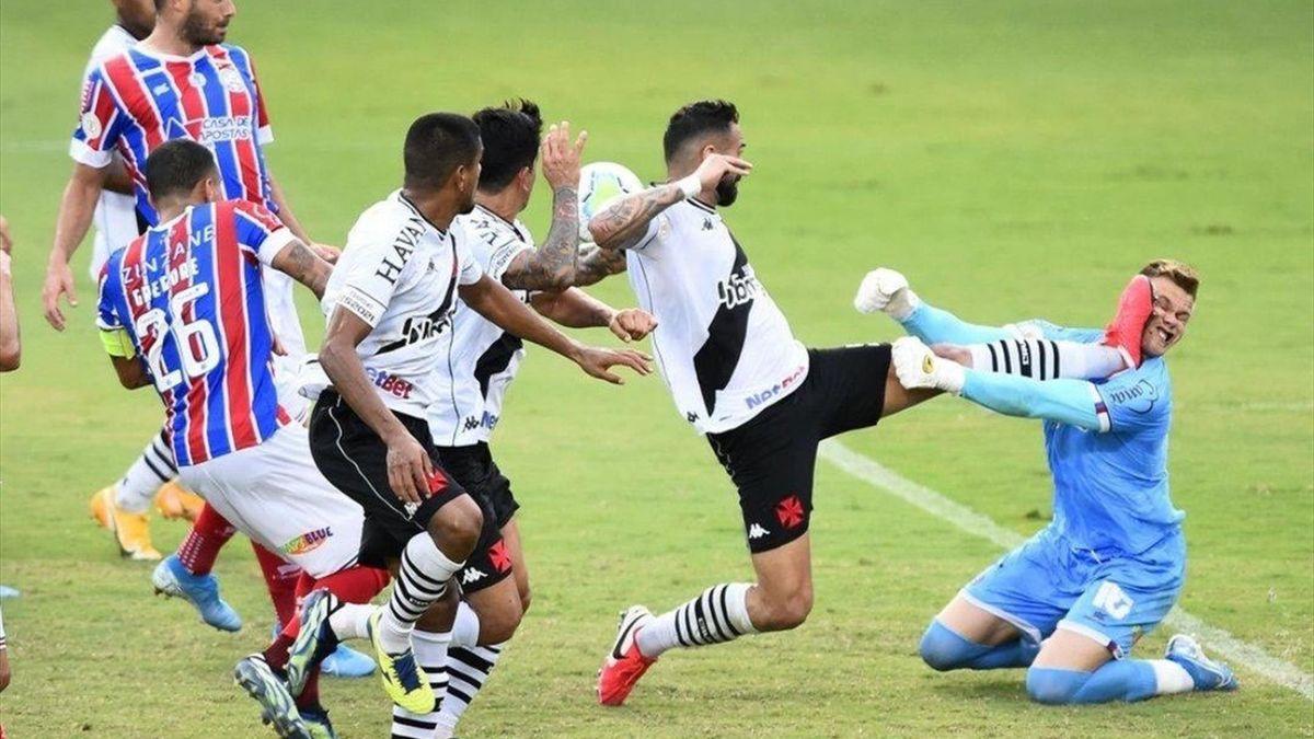 Фол в матче «Васко да Гама» – «Байя»