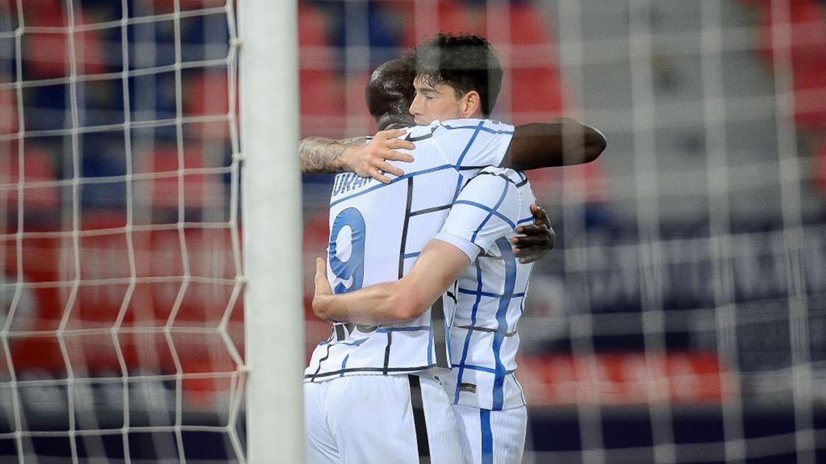 Bastoni e Lukaku esultano per il gol della vittoria in Bologna-Inter - Serie A 2020/2021 - Getty Images