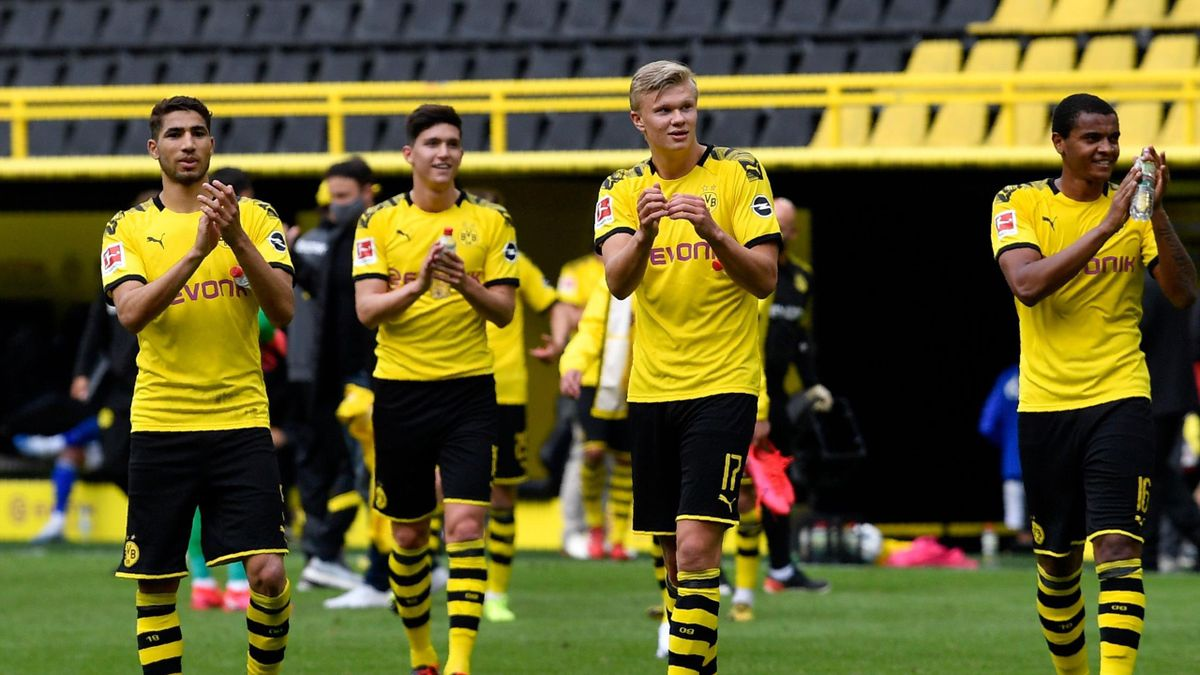 Dortmund's Norwegian forward Erling Braut Haaland (C) celebrates with his teammates their victory 4:0 after the German first division Bundesliga football match BVB Borussia Dortmund v Schalke 04 on May 16, 2020 in Dortmund, western Germany as the season r