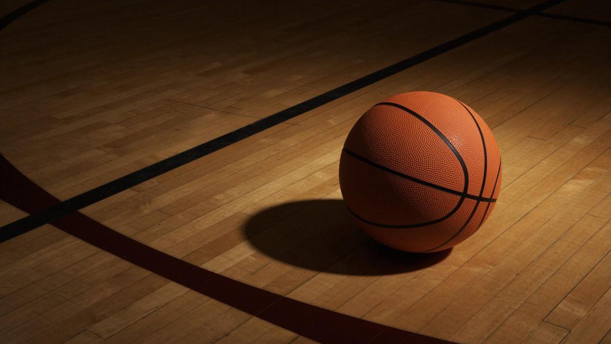 Баскетбольный мяч (oboi-colibri.ru)