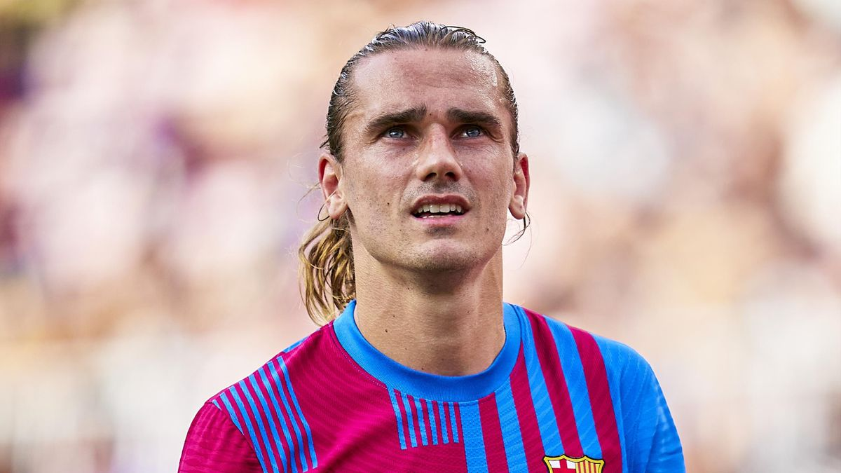 BARCELONA, SPAIN - AUGUST 29: Antoine Griezmann of FC Barcelona looks on during the La Liga Santander match between FC Barcelona and Getafe CF at Camp Nou on August 29, 2021 in Barcelona, Spain. (Photo by Pedro Salado/Quality Sport Images/Getty Images)