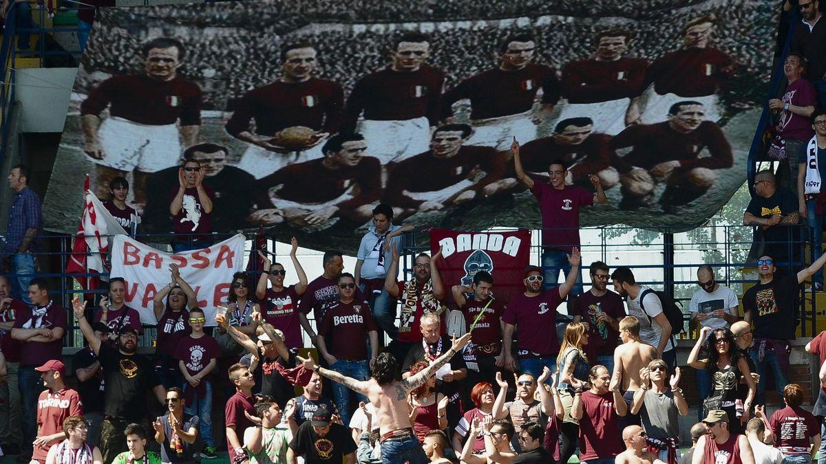 Fans gedenken der Tragödie am Superga - dem Flugzeugabsturz des AC Turin 1949