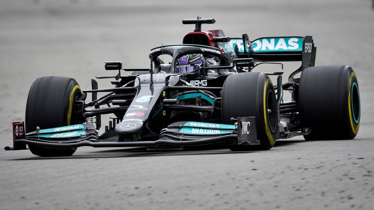 Mercedes' British driver Lewis Hamilton steers his car during the Formula One Russian Grand Prix at the Sochi Autodrom circuit in Sochi on September 26, 2021.