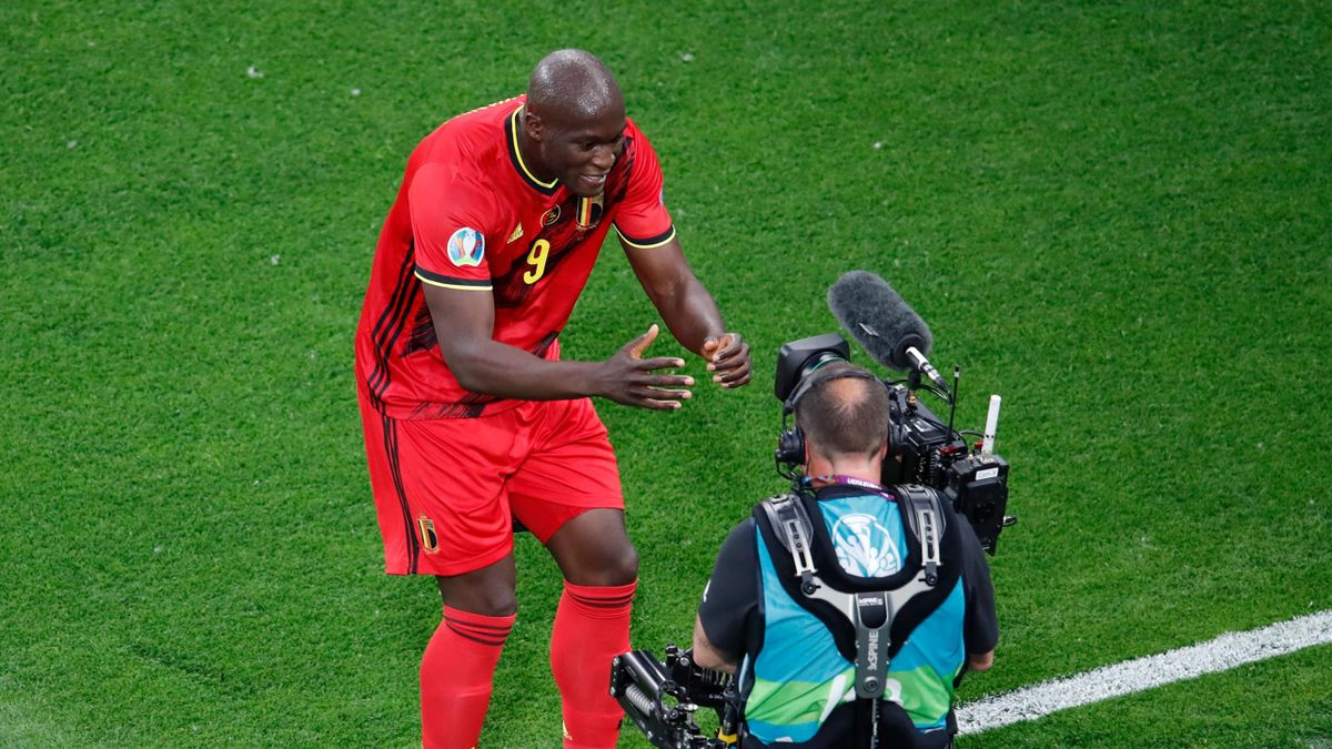 Romelu Lukaku of Belgium celebrates after scoring their side's first goal during the UEFA Euro 2020 Championship Group B match between Belgium and Russia on June 12, 2021 in Saint Petersburg, Russia