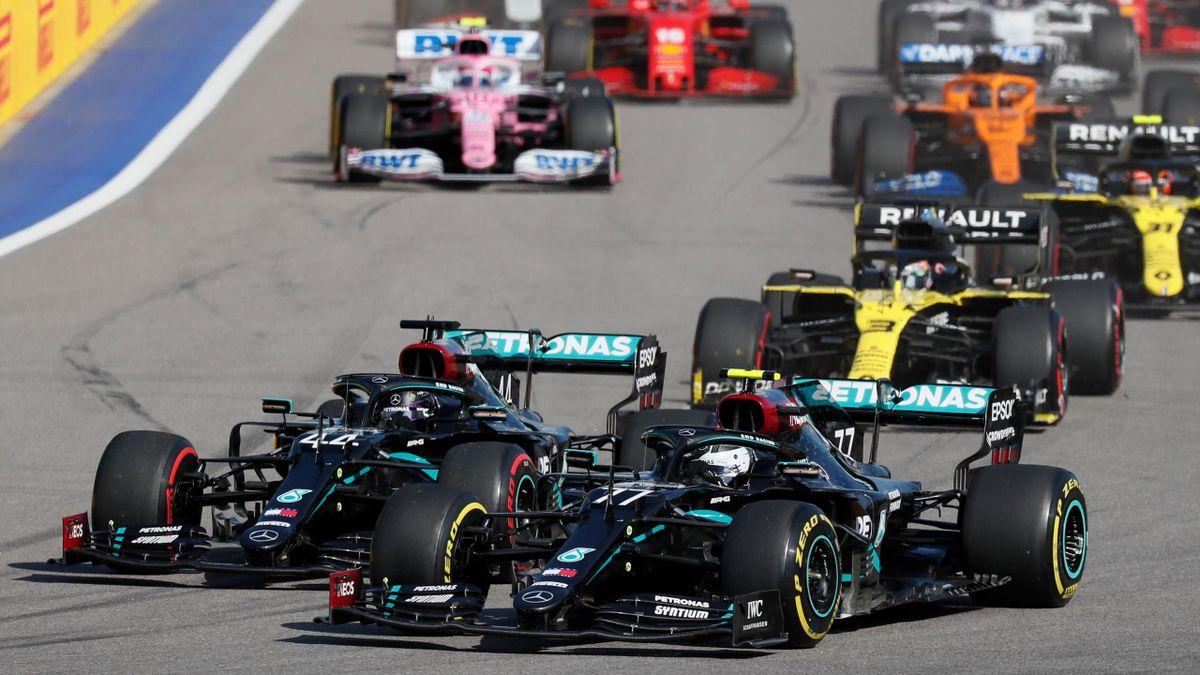 Lewis Hamilton (Mercedes) à la lutte avec son coéquipier Valtteri Bottas lors du GP de Russie