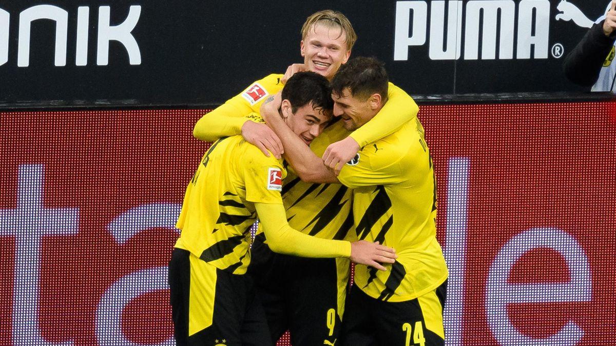 Giovanni Reyna, Erling Haaland et Thomas Meunier se congratulent lors du succès 4-0 du Borussia Dortmund face à Fribourg, le 03/10/2020 en Bundesliga