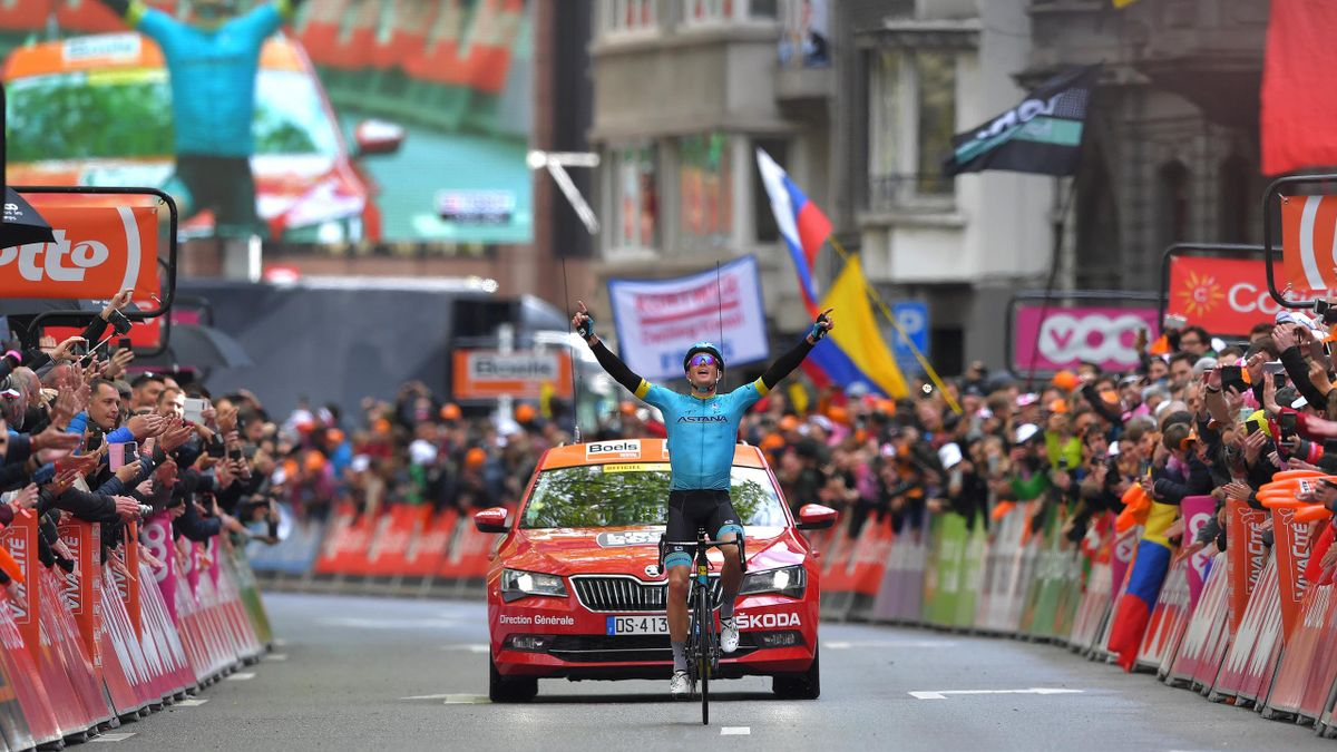 Jakob Fuglsang célèbre sa victoire lors de Liège-Bastogne-Liège 2019