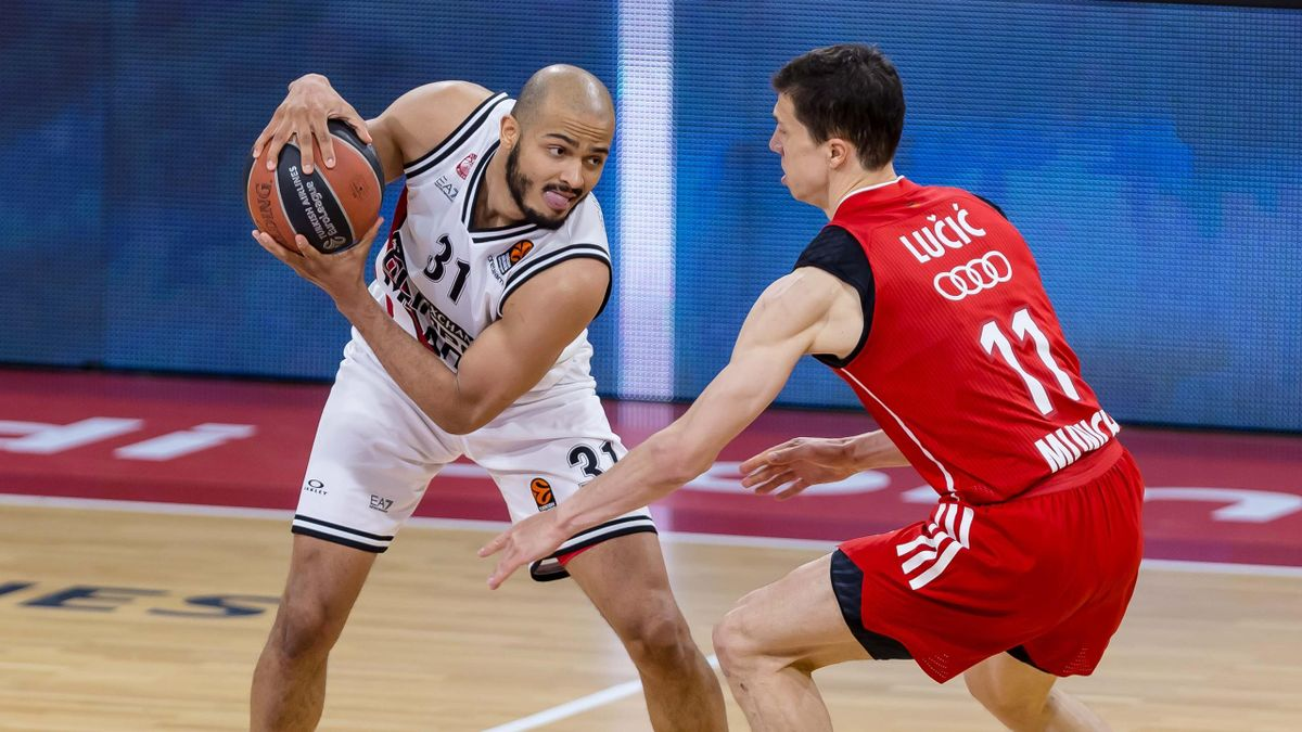 Shavon Shields of AX Armani Exchange Milan and Vladimir Lucic of FC Bayern Basketball battle for the ball during the 2020/2021 Turkish Airlines Euroleague Play Off Game 4 between FC Bayern Munich and AX Armani Exchange Milan at Audi Dome on April 30, 2021