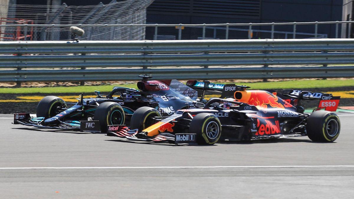 Lewis Hamilton (Mercedes) et Max Verstappen (Red Bull) au duel lors du Grand Prix de Grande-Bretagne 2021