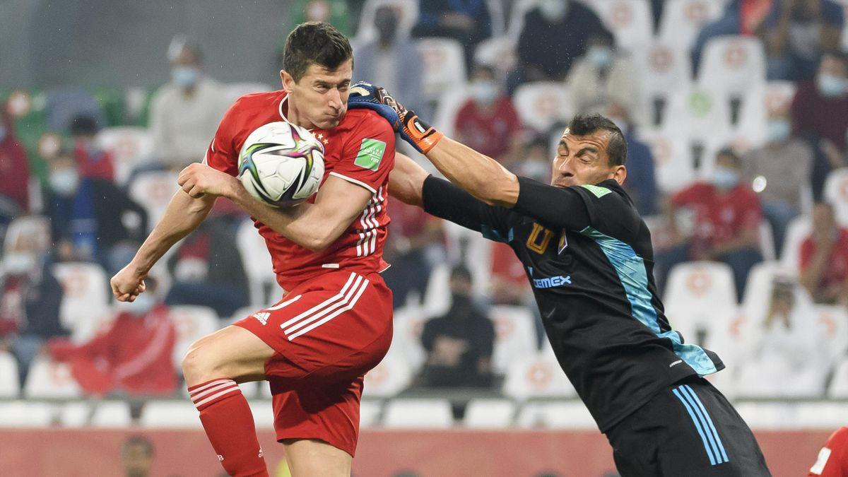 Robert Lewandowski (links; FC Bayern) im Klub-WM-Finale gegen Tigres