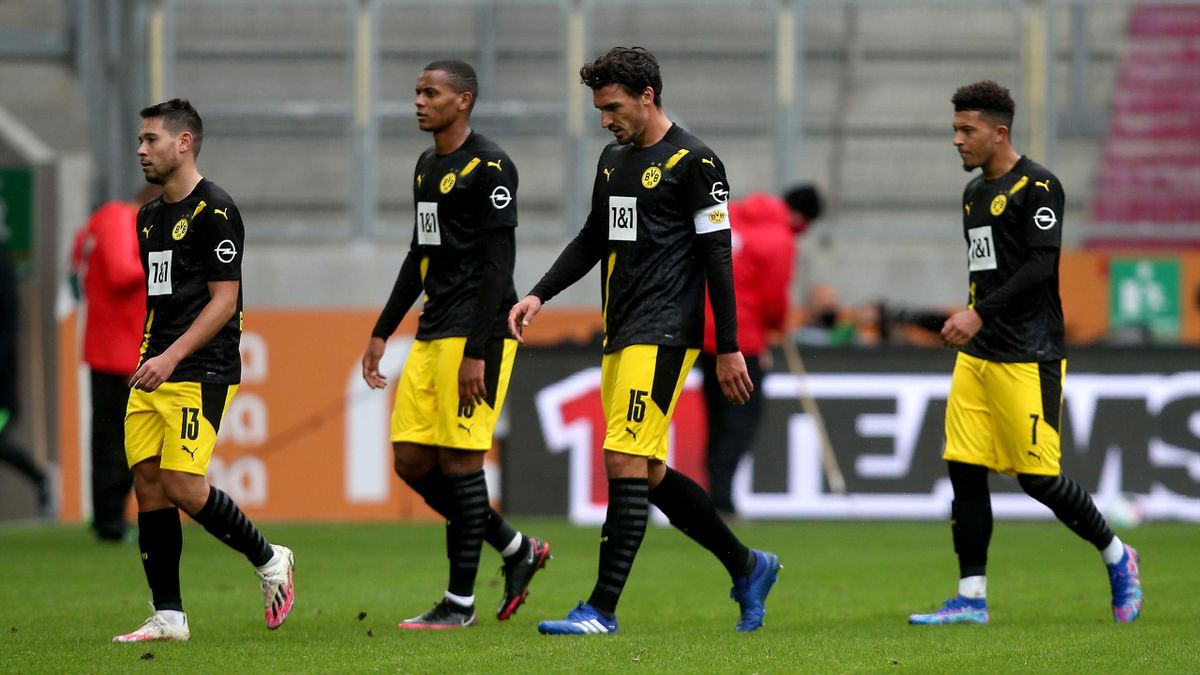 Difficult To Accept Defeat At Augsburg Says Borussia Dortmund S Lucien Favre Eurosport