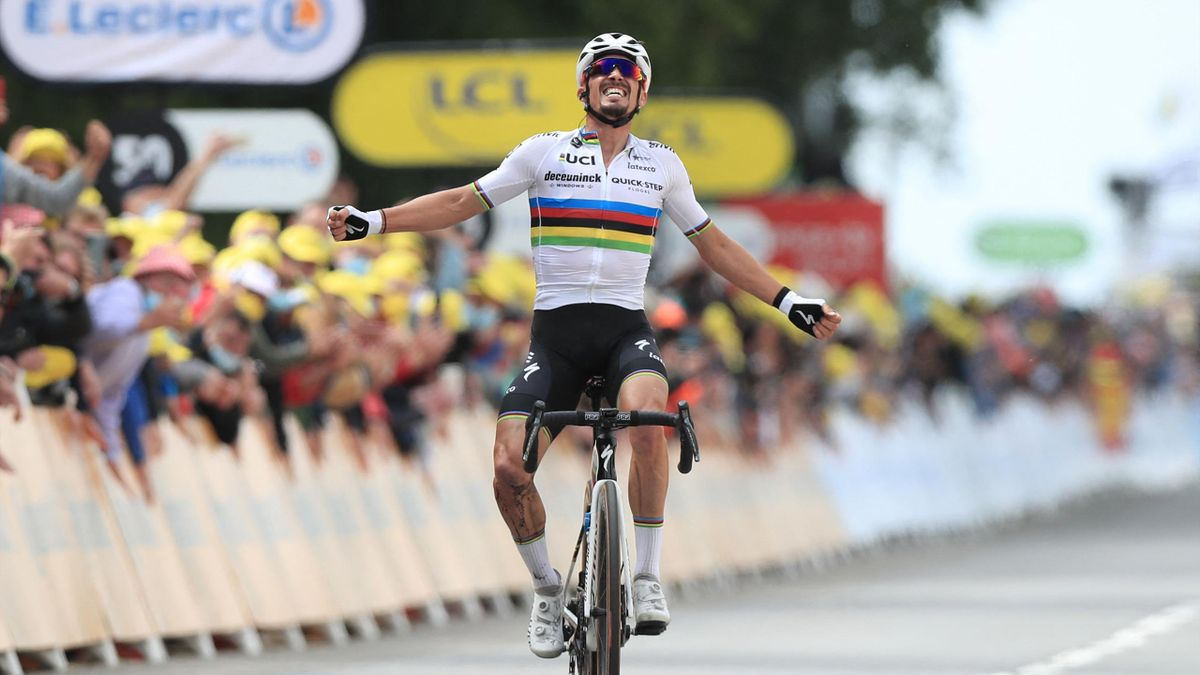 Julian Alaphilippe esulta per la vittoria a Landerneau - Tour de France 2021, stage 1