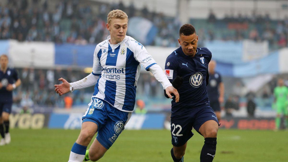 Henrik Bjørdal mot MFF:s Tobias Sana under lørdagens premiere i i allsvenskan mellan IFK Göteborgsog Malmö FF på Ullevi i Göteborg