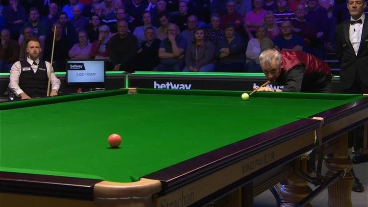 Nigel Bond pots the final ball against Judd Trump