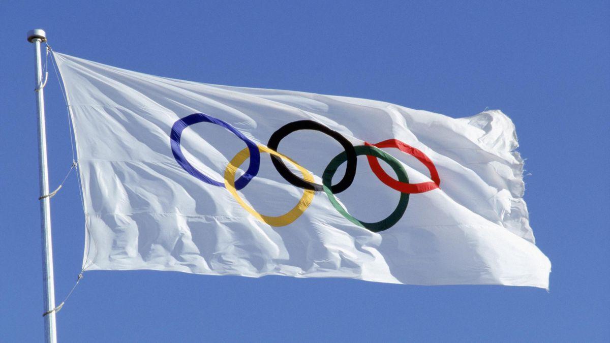 Drapeau orné des anneaux olympiques