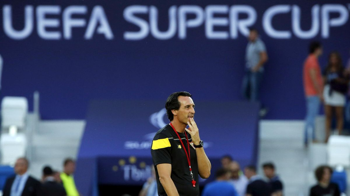 Sevilla's coach Unai Emery attends a training session on the eve of the UEFA Super Cup