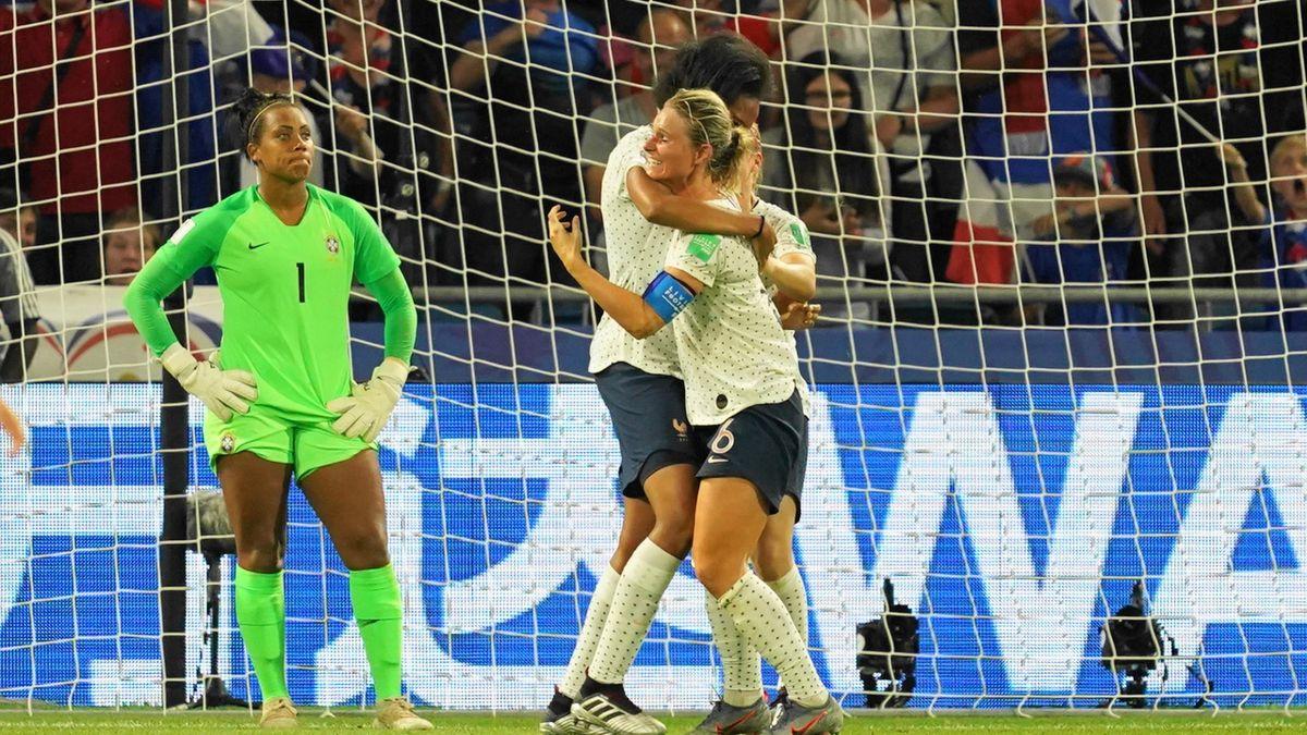 Amandine Henry et Wendie Renard (France) face au Brésil