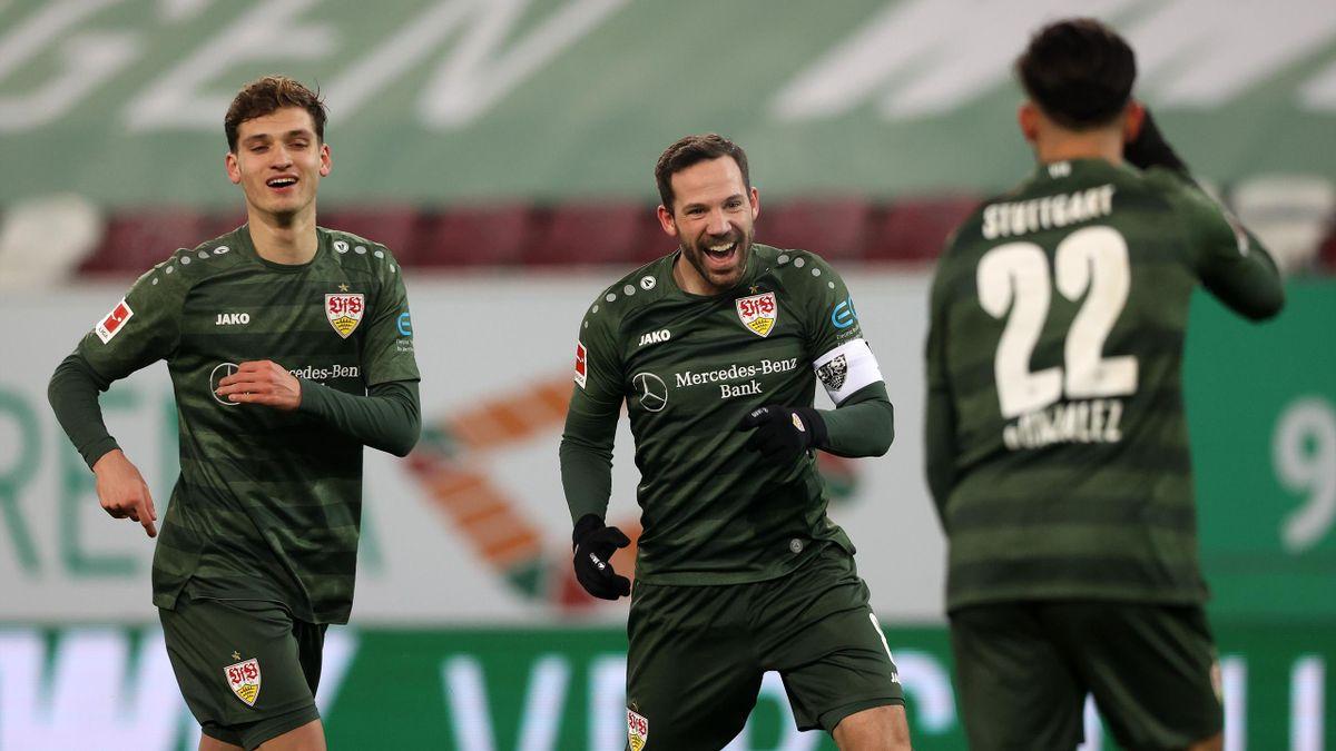 Mateo Klimowicz, Gonzalo Castro und Nicolás González (von links) bejubeln den Auswärtserfolg des VfB Stuttgart