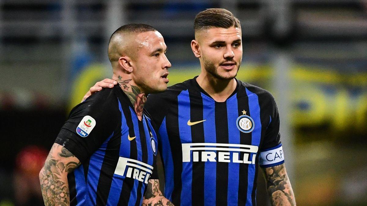 Inter Milan's Argentine forward Mauro Icardi tends to Inter Milan's Belgian midfielder Radja Nainggolan
