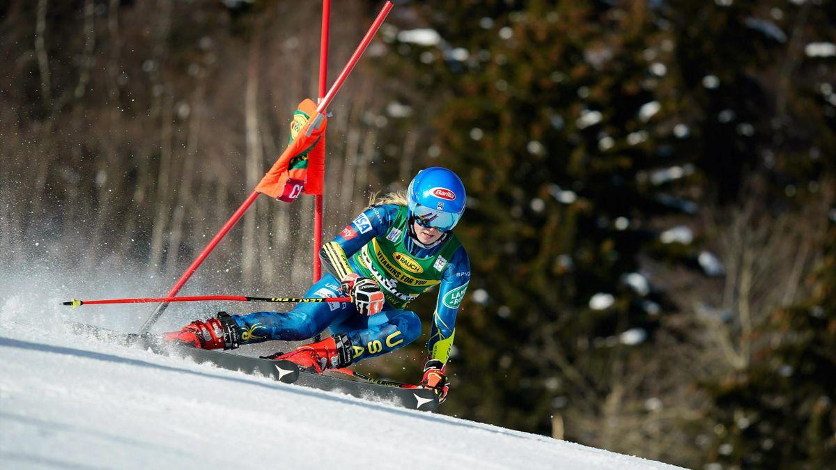 Mikaela Shiffrin in azione a Courchevel