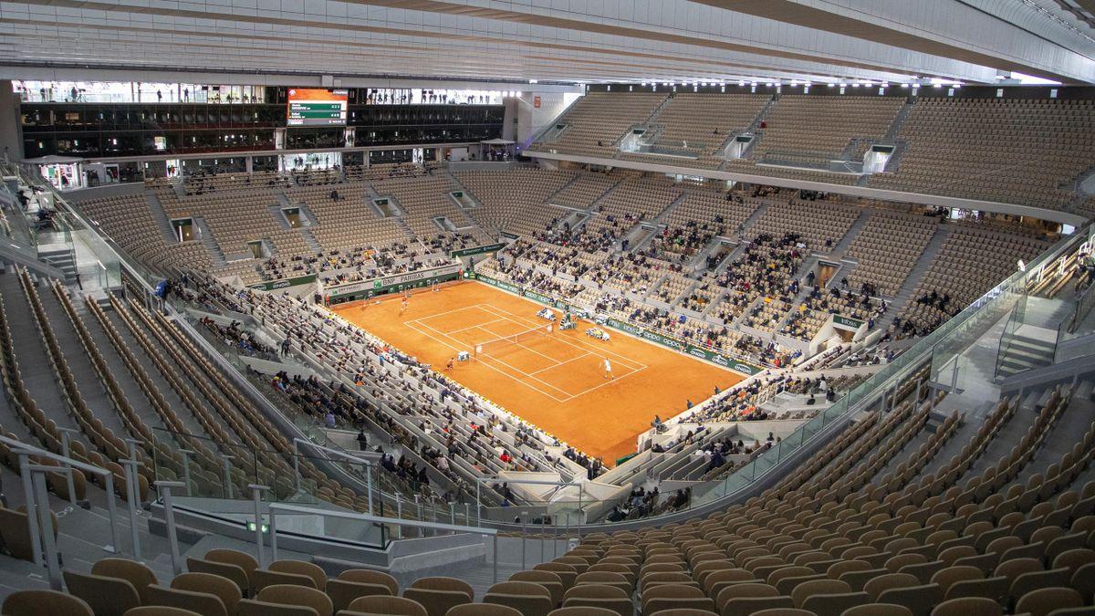 So leer war der Court Philippe Chatrier während des Herren-Finales 2020