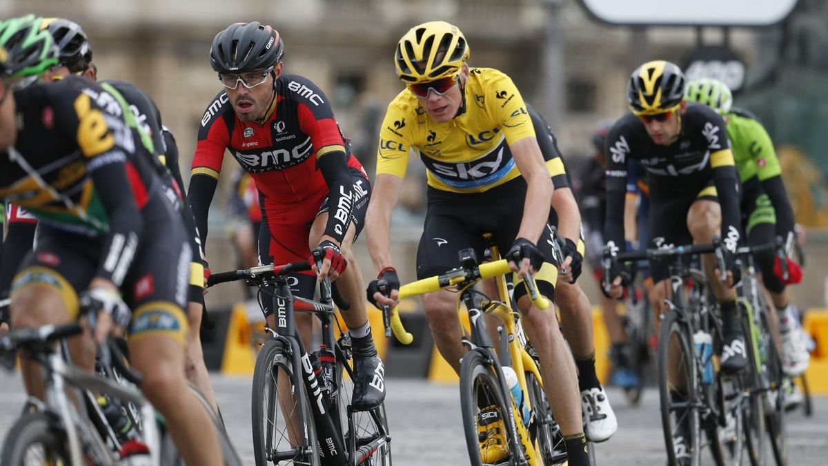 Team Sky rider Chris Froome of Britain (C), the race leader's yellow jersey, cycles during the 109.5-km (68 miles) final 21st stage of the 102nd Tour de France cycling race from Sevres to Paris Champs-Elysees, France, July 26, 2015. REUTERS/Benoit Tessier