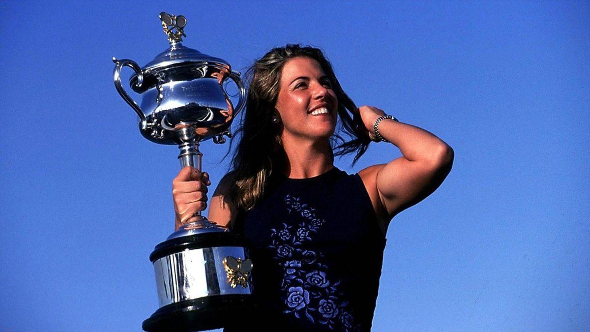 "#ReveniriDeLegendă: Capriati - Hingis, Australian Open 2002. ""Miss Jenny"" versus ""Miss Swiss"""