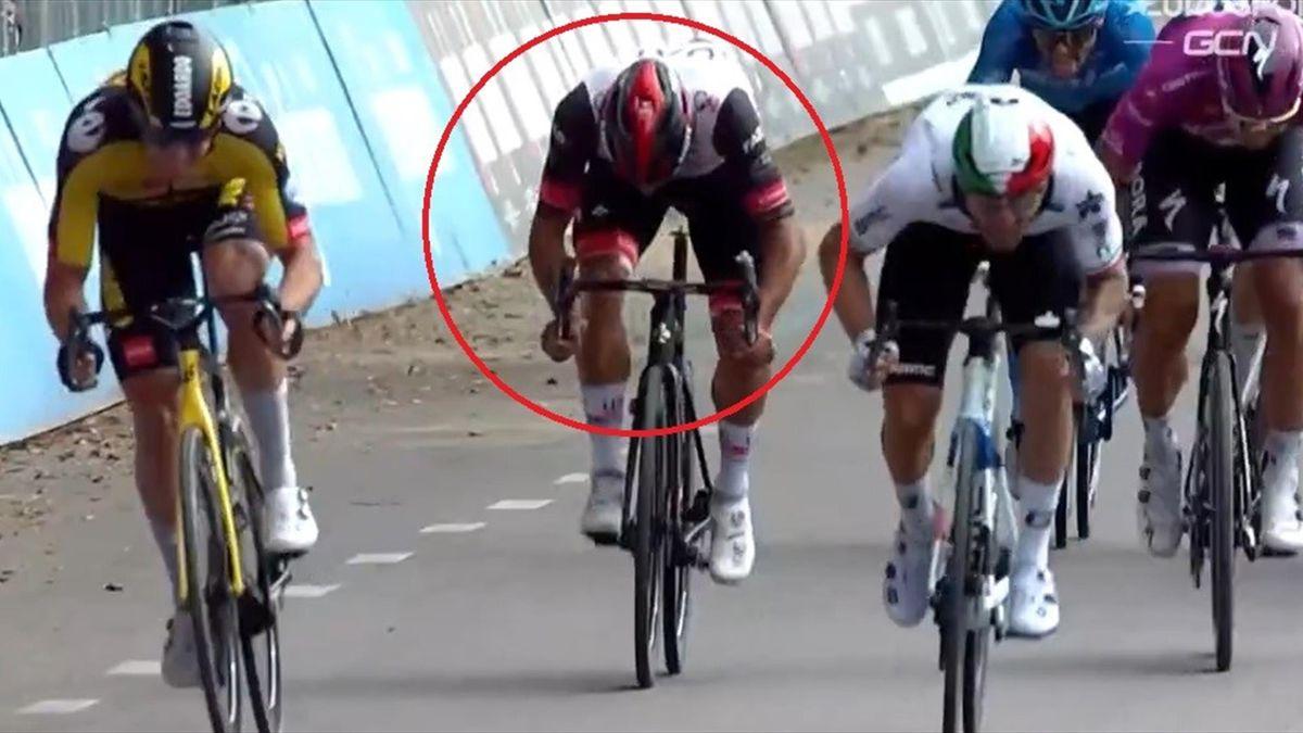 Fernando Gaviria ohne Sattel (Giro d'Italia)