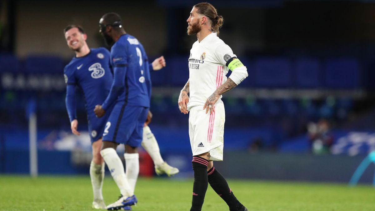Sergio Ramos (Real Madrid) cabizbajo tras caer ante el Chelsea