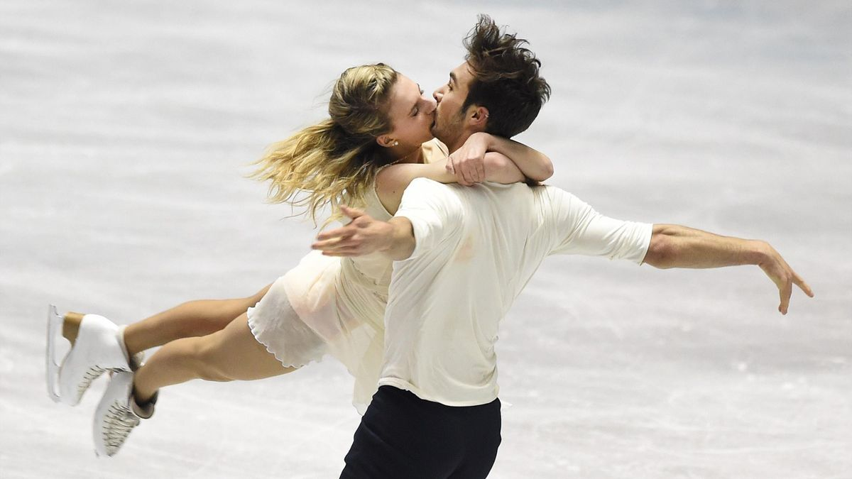 France's Gabriella Papadakis (L) kisses Guillaume Cizeron (R) perform during the free dance in the ice dance event at the ISU World Team Trophy figure skating competition in Tokyo on April 17, 2015.