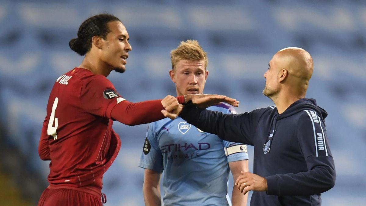 Virgil van Dijk (Liverpool) discută cu Kevin De Bruyne și Pep Guardiola