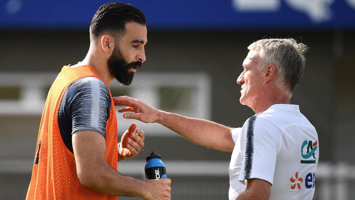Adil Rami et Didier Deschamps à l'entraînement des Bleus
