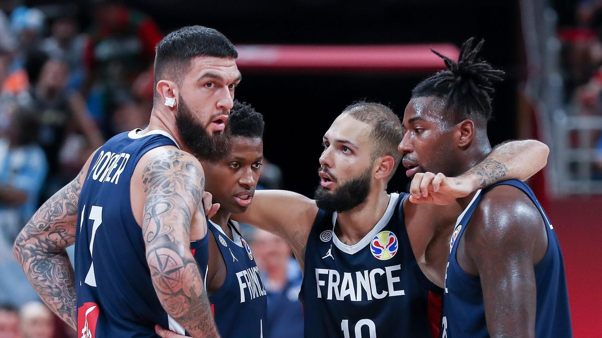 VIncent Poirier, Frank Ntilikina, Evan FOurnier et Mathias Lessort (France) lors de la demi-finale contre l'Argentine