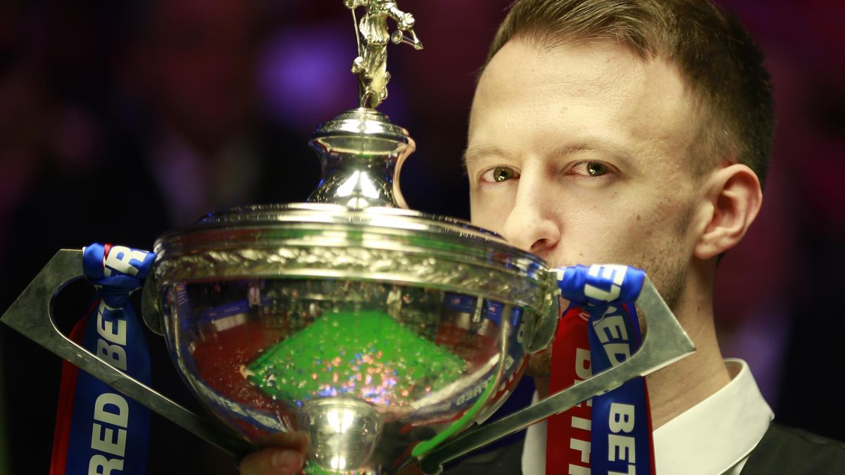 Judd Trump kisses the World Championship trophy