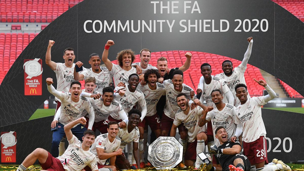 Arsenal players celebrate winning the Community Shield