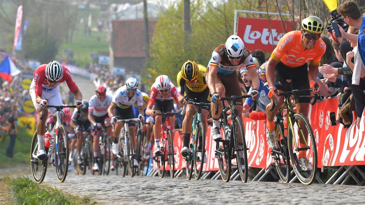 Wout Van Aert (Jumbo-Visma) et Mathieu Van der Poel (Corendon-Circus), dans le Paterberg sur le Tour des Flandres 2019